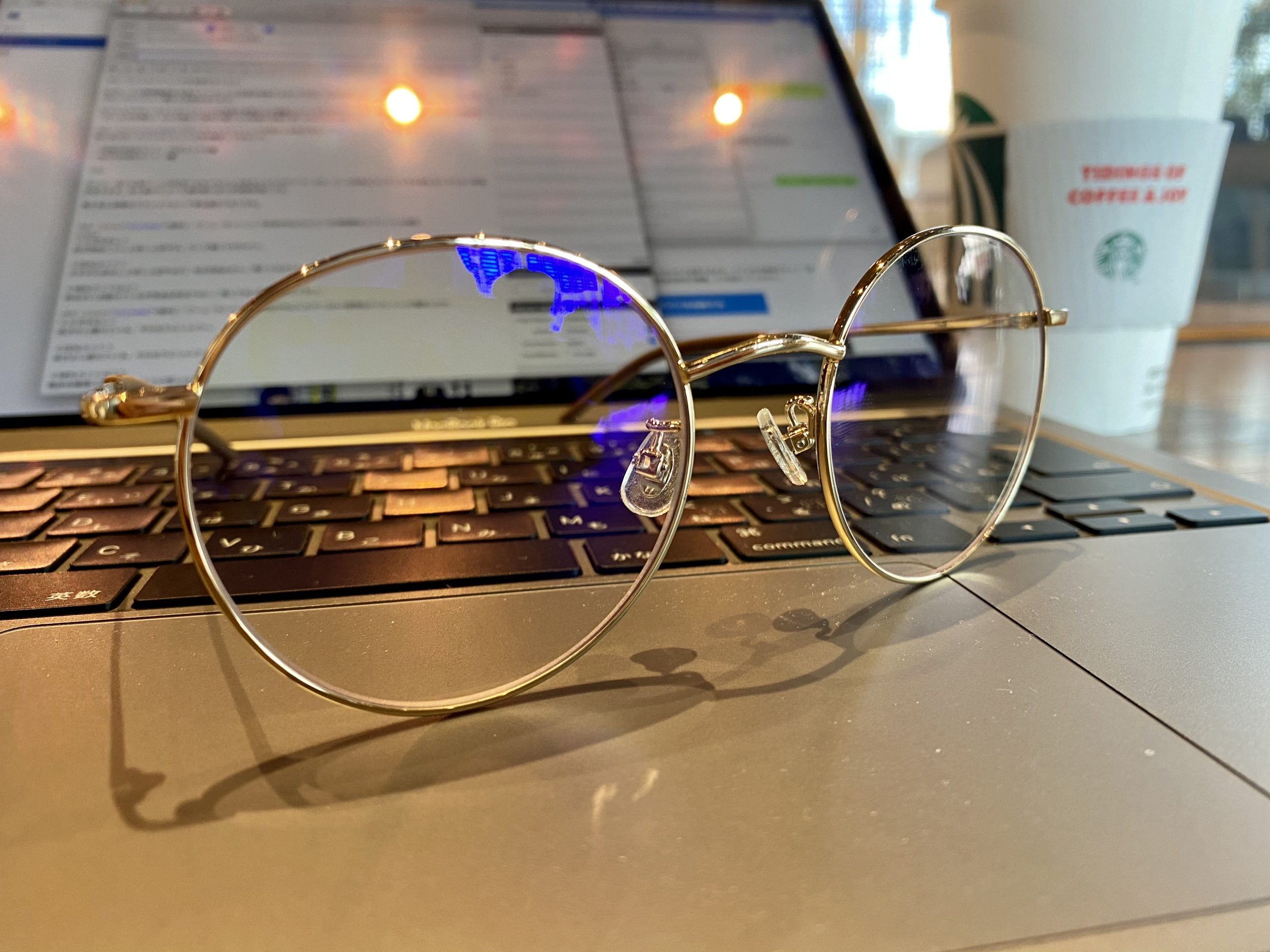 ブルーライトカットレンズのメガネ